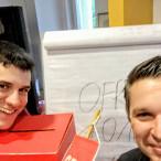 SPD-Stadtverbandsvorsitzender Stefan Sauerteig (links) und SPD-Kreisvorsitzender Carsten Höllein hatten viel Spaß bei der Vorbereitung.